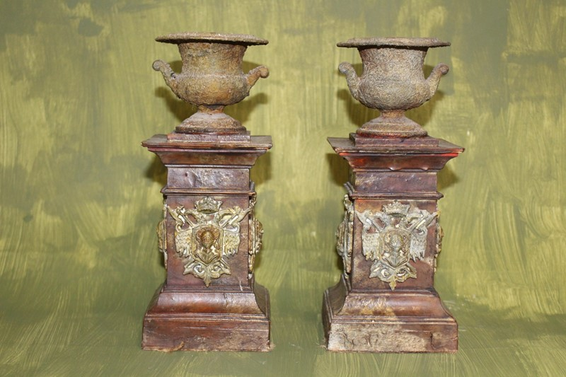 A pair of crusty urns-archgothic-img-8526-main-637179268784753443.JPG