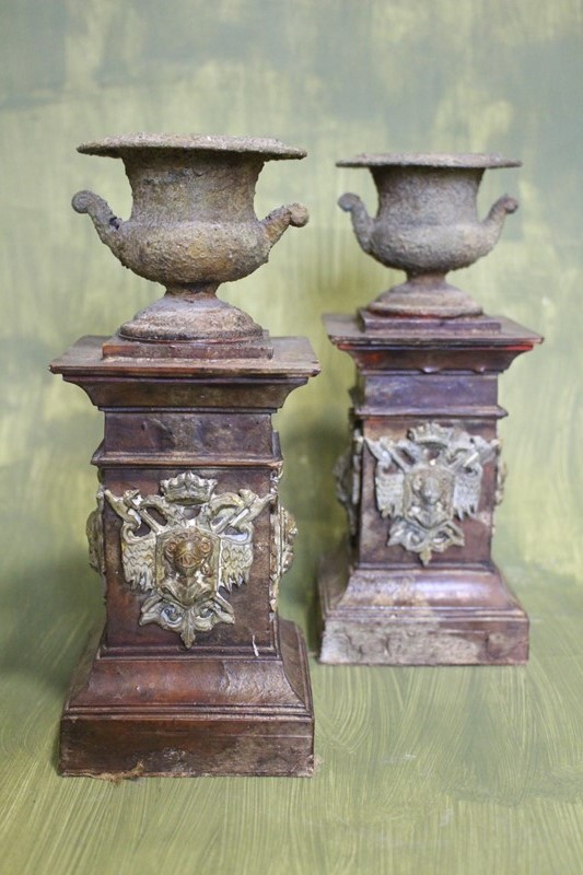 A pair of crusty urns-archgothic-img-8527-main-637179266356955840.JPG
