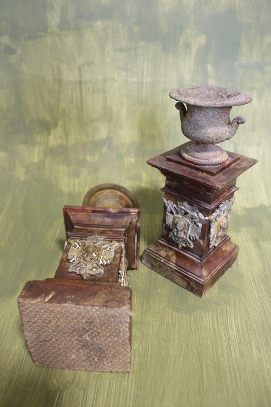 A pair of crusty urns-archgothic-img-8531-main-637179268801784589.JPG