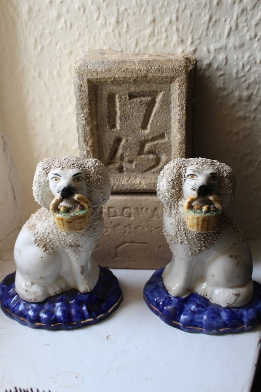 Charming pair of Staffordshire Wally dogs-archgothic-img-9793-main-637279945755740554.JPG