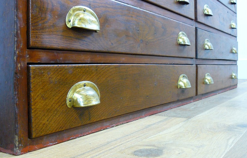 1940s British Oak 14 Drawer Cabinet Chest-billy-hunt-1930s-british-14-drawer-chest-0001-p1320847-main-636982979111516150.jpg