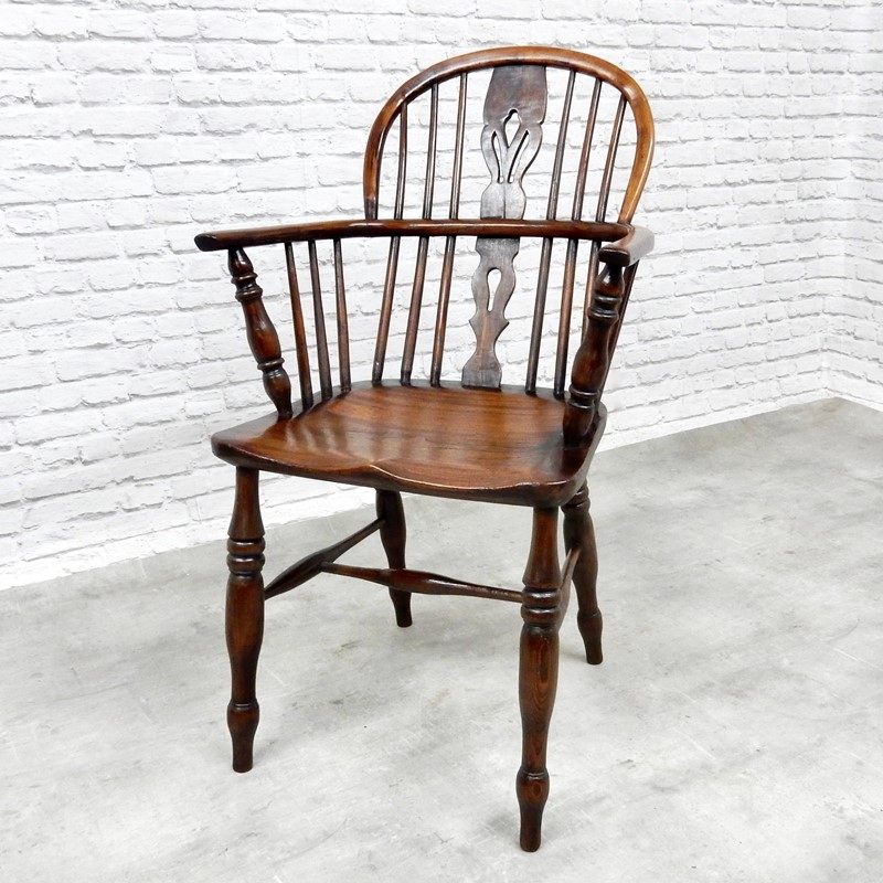 Antique Windsor Lowback Armchair-courtyard-antiques-9522e05b-8515-4ac5-abd0-6d9e580f0ff0-1-201-a-main-637258466573039859.jpeg