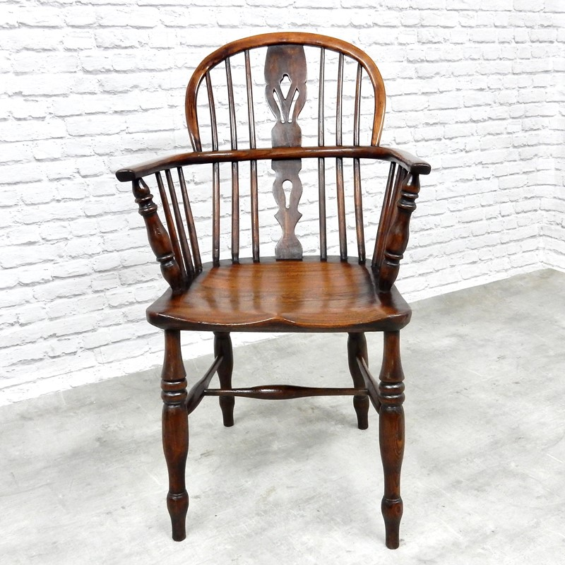Antique Windsor Lowback Armchair-courtyard-antiques-e4162546-48b9-4bd0-beaf-2aea6c1a61ad-1-201-a-main-637258466619132068.jpeg