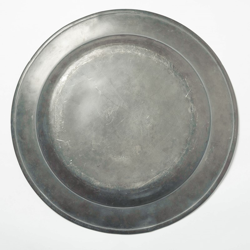 Antique pewter charger 42cm-decorative-antiques-uk-dadec18-14-main-636804662998693065.jpg