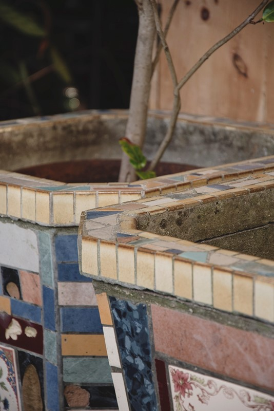 A Pair Of Mosaic Tube Style Planters -dig-haushizzle-eddmosaic13-main-636833218190348688.jpg