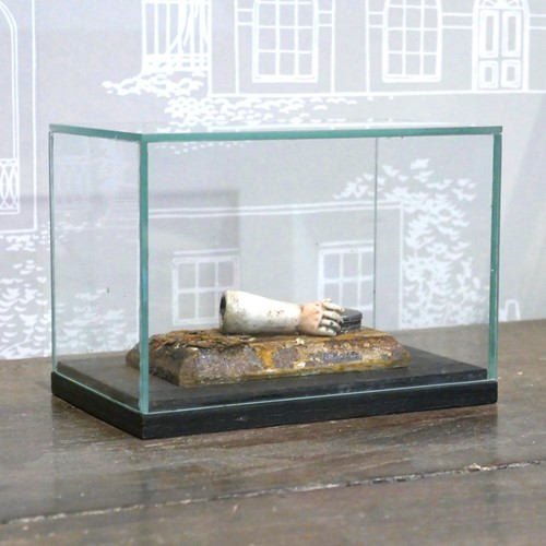 "Glass Box Diorama ""Lifting the lid"""