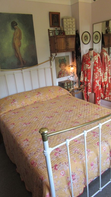 Antique Durham Bed Cover -eras-of-style-img-6595-main-636939624974299316.JPG