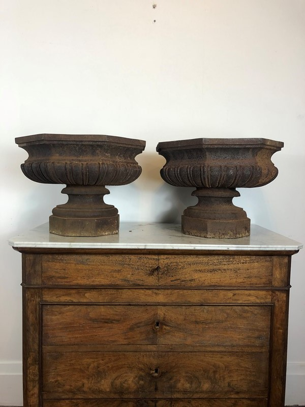 A superb pair of cast iron urns -franklin-hare-5ca955d7-19f0-4801-8214-256aa296a3c0-main-637280612423814732.jpeg
