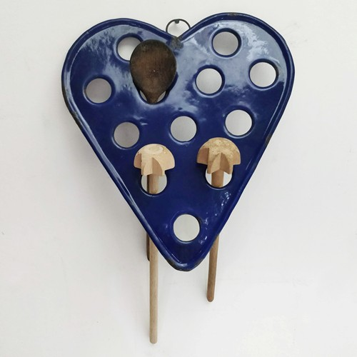 Enamel heart spoon rack