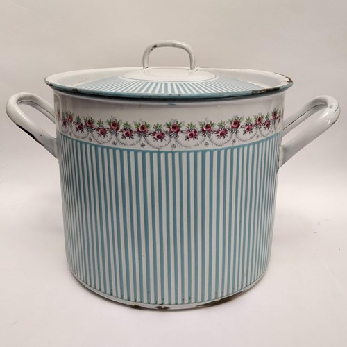 Large enamel pot, blue and white rose and garland