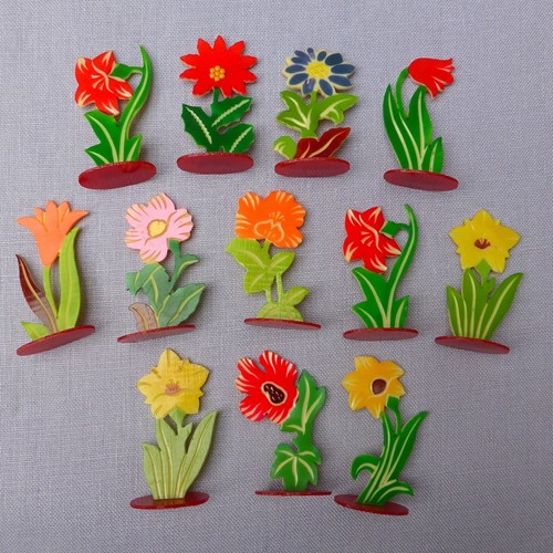Set of 12 1930s celluloid flower place markers