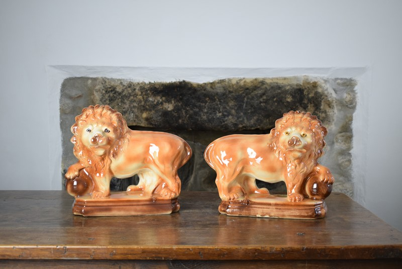 Large 19th Century Staffordshire Pottery Lions-grumbla-lane-dsc-4535-main-637489175620253063.JPG