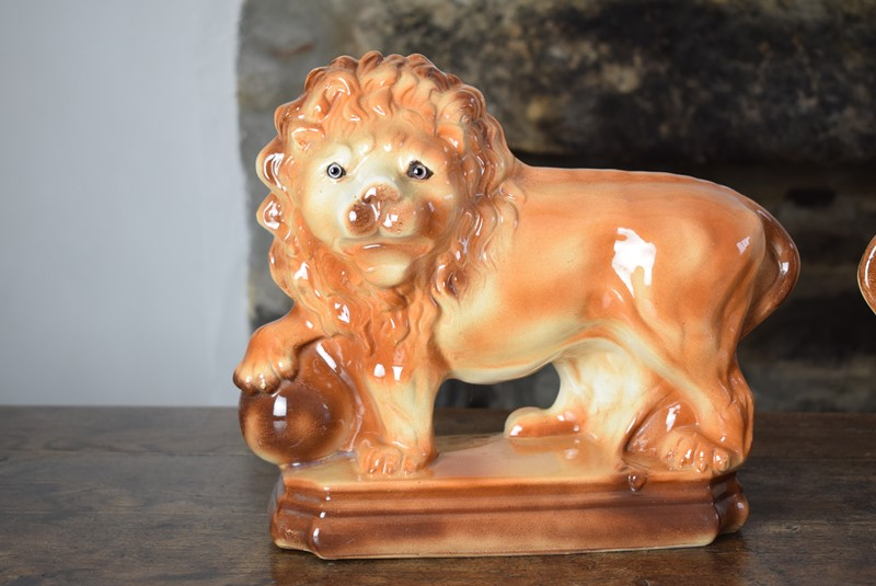 Large 19th Century Staffordshire Pottery Lions-grumbla-lane-dsc-4536-main-637489176164469904.JPG