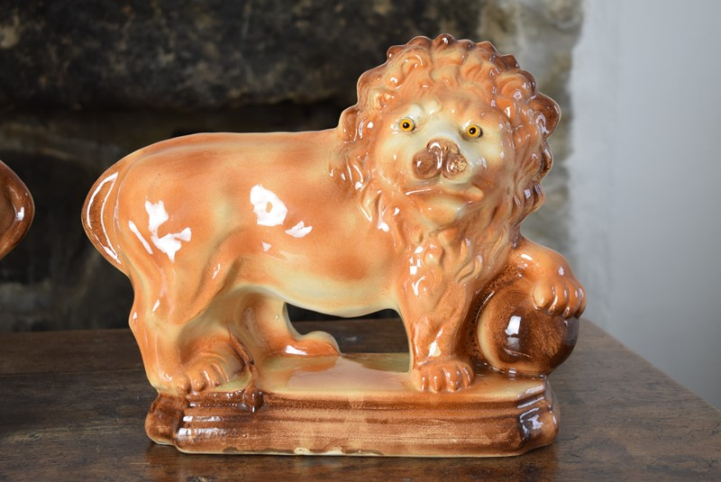 Large 19th Century Staffordshire Pottery Lions-grumbla-lane-dsc-4537-main-637489176178689022.JPG