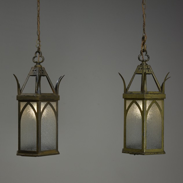 ANTIQUE GOTHIC LANTERNS-haes-antiques-DSC_5956CR FM_main_636430094504432538.jpg