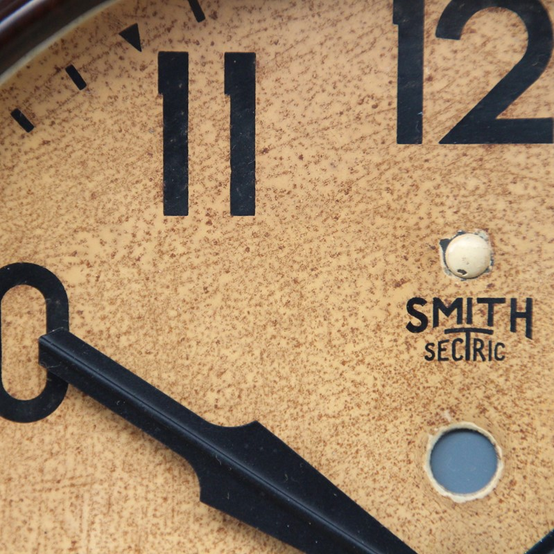 1950s Smiths Bakelite vintage wall clock.-london-timepiece-6809m-main-637393250518201498.JPG