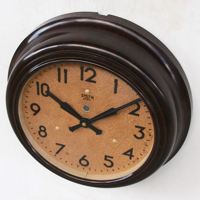 1950s Smiths Bakelite vintage wall clock.-london-timepiece-6809t-main-637393250568670012.JPG