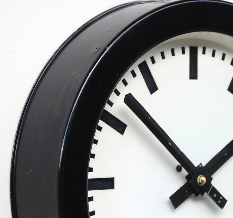 1960s west German vintage industrial wall clock-london-timepiece-69016-main-637490907804516974.JPG