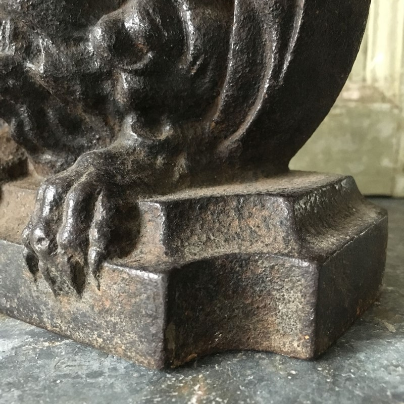 Antique cast iron lion doorstop / porter-marc-kitchen-smith-KS6727_IMG_1239_1000px-main-636771858906524297.jpg