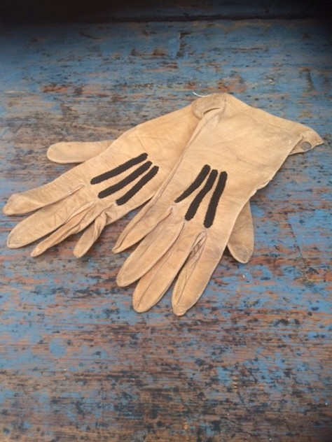 Small child's leather gloves-nikki-page-antiques-IMG_6777_main_636420656142719700.JPG