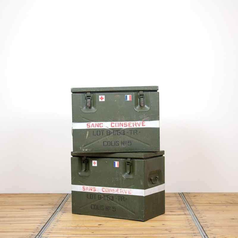 2x French army medic coolbox-old-goods-2x French army medic coolbox1-main-636644757185020017.jpg