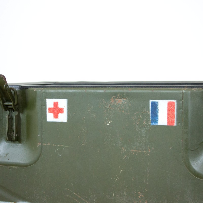 2x French army medic coolbox-old-goods-2x French army medic coolbox4-main-636644757647895753.jpg