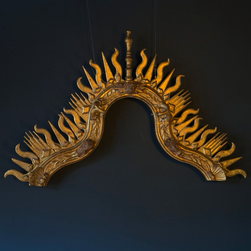 18th Century Giltwood Sunburst Surmount-roche-coward-antiques-carved-giltwood-surmount-00001-main-637406102375723767.jpg