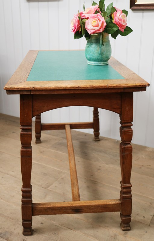 20th Century Oblong Pub Table with Linoleum Inset-taylor-s-classics-tab-05276-4-main-637322413049735403.jpg