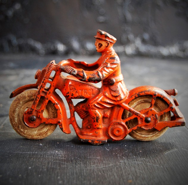 1930s Cast Iron Hubley Patrol Motorcycle-the-house-of-antiques-DSC_0560_main_636348902892371144.jpg