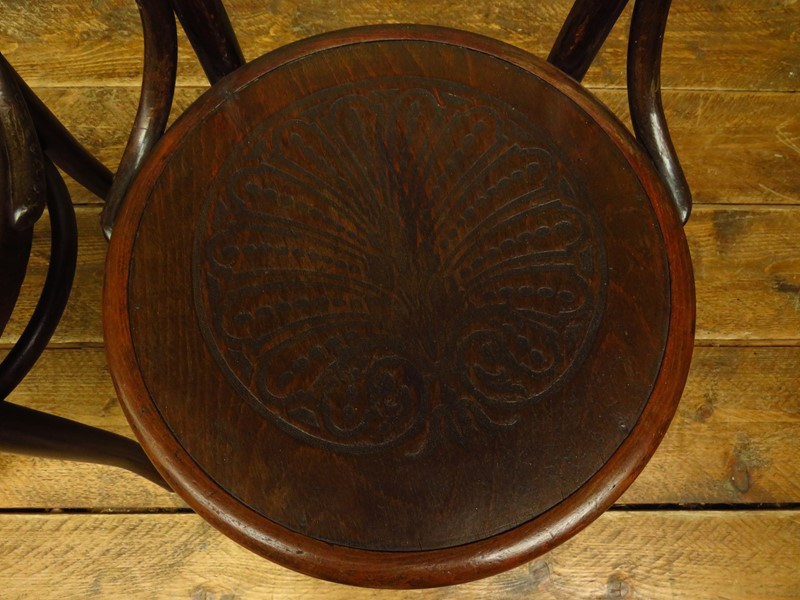 Antique bentwood chairs no14 by mundus & jj kohn-vintage-house-img-5089-main-637276416197567963.JPG