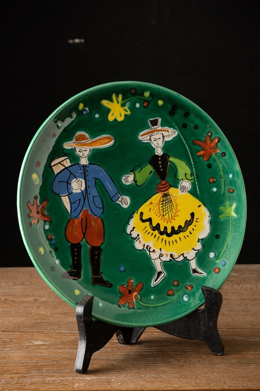 Decorative green plate with folk dancers -vintagerious-k000413-01-main-637286933630795157.jpg