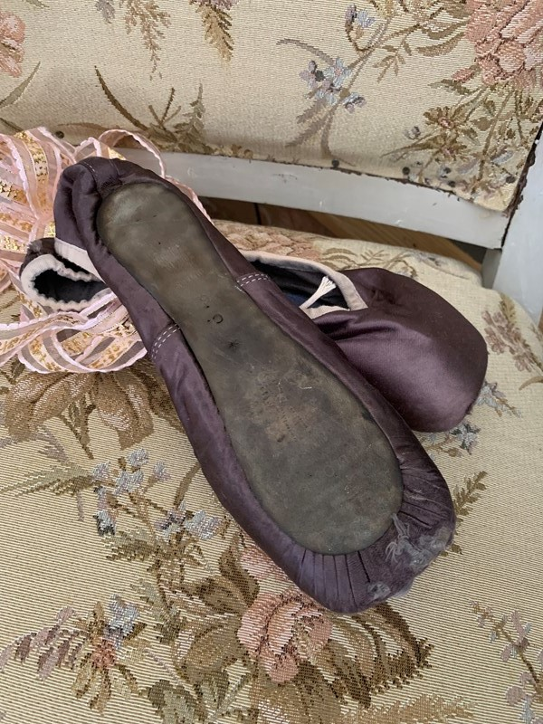 Ballet shoes-west-barn-country-interiors--2c5ce5dc-6ab9-446f-b53c-c9cd6475da0c-main-636918787020987281.jpeg