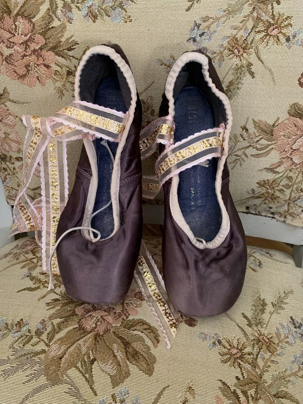 Ballet shoes-west-barn-country-interiors--ef1f22df-8cad-4bc1-b3b4-858379a9b1b5-main-636918786930206527.jpeg